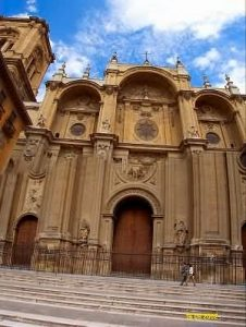 L'école d'espagnol est située à 200 mètres de la cathédrale