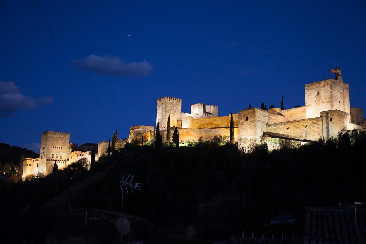Vue sur la célèbre et magnifique Alhambra à Grenade
