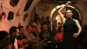 De nombreux spéctacles de flamenco sont organisés à Grenade, viens en admirer un!