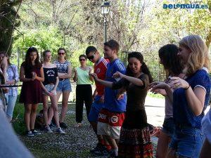 Le groupe scolaire de Colchester, Angleterre, en train d'apprendre à danser le Flamenco.